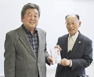 ゴルフ会の森居会長と城山社協の熊谷会長(右)=11月30日