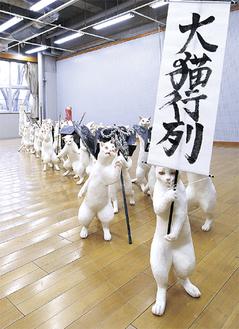 第2回ギオン相模原大賞受賞作品「大猫行列」(杉山愛莉作、ミクスト・メディア)