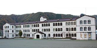 児童生徒11人が学ぶ青根中学校の校舎