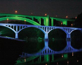 かながわの景勝50選、相模川八景にも選ばれ、城山のシンボルとなっている小倉橋=7月17日