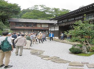 古民家や寺院、酒造等を見学