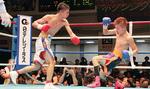 7ラウンド、左ストレートでダウンを奪う中谷選手(左)