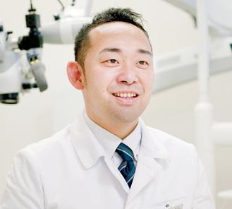 遠藤広規理事長/国立新潟大学歯学部卒業。インプラント治療に10年以上従事。海外の学会では英語で発表。