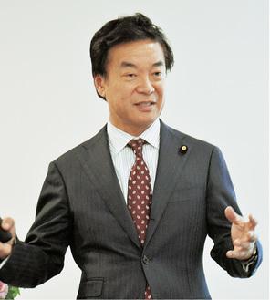 講演する松沢氏