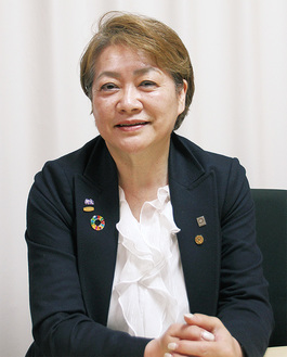 山口さゆみ氏…守成クラブ「かながわ橋本」会場代表。2001年、橋本に光触媒の開発・製造・販売・施工を手がける(株)オペスを設立。代表取締役を務める。緑区橋本出身