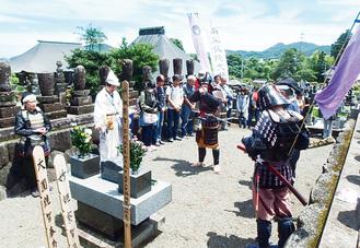 毎年、内藤氏の墓参りに訪れている