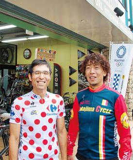 イベントを担当する同商店街の三浦茂雄さん(右)と片倉亮介さん=Nakajima Cycle前で