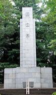 市慰霊塔で終戦日参拝