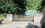 帝京大青山グラウンドの入口
