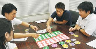 カードゲームでSDGsを学ぶ市職員