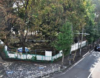 清新公民館の駐車場の拡張工事が予定されていた、国道16号の清新交差点に近接する「冒険の森」の一部