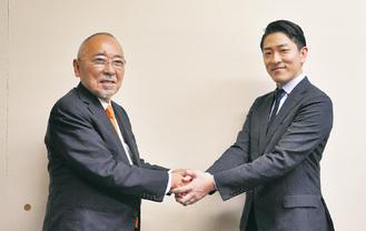 提携を結んだ祇園会長(左)と三ツ輪産業グループの尾日向竹信社長