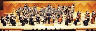 多くの聴衆を前に演奏を披露した神奈川フィルハーモニー管弦楽団=18日、横浜みなとみらいホール