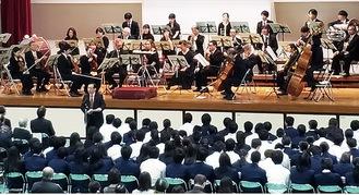 N響団友会の迫力ある演奏が披露された