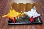 贈呈する祝い鶴のセット