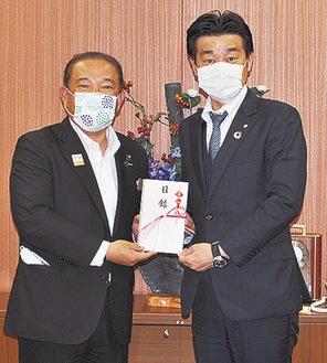 田中社長(右)と本村賢太郎市長
