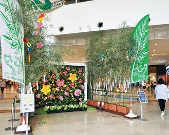 正面入り口のフォトスポットに掲出されている竹飾り