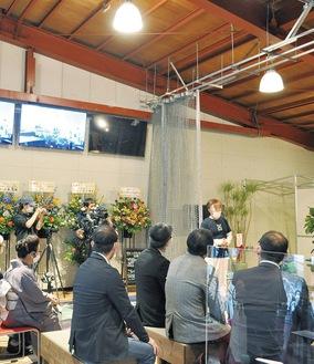 11月1日にグランドオープンする「ドローンラウンジ・ジュピター」で設立式典のあいさつをする川合社長=10日