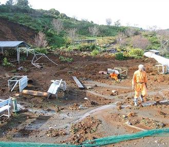 台風直後、土砂が流れ込み甚大な被害を受けたやまなみ公園=写真、牧野元気創生会提供