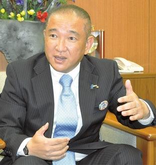 今年度の市政運営を語る本村市長