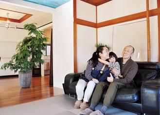 「庭付きの広い家に暮らすのが夢だった」と話す正さん(写真右)