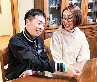 久野さんと、今回一緒に取材を受けてくれた長男(22)