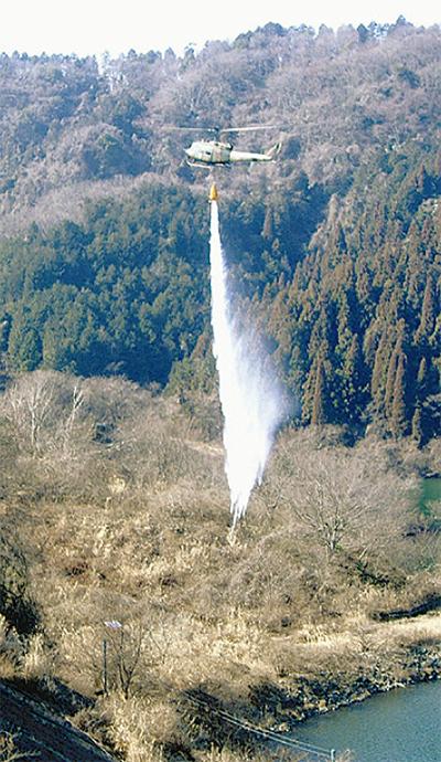 陸・空から消火訓練