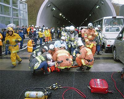圏央道で事故対応訓練