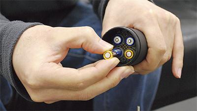 簡易電池システムを発明