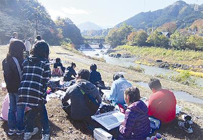 紅葉の道志川を描く