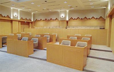 旧城山町役場議場に公文書館