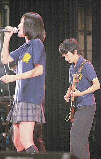高校生、ライブで魅了