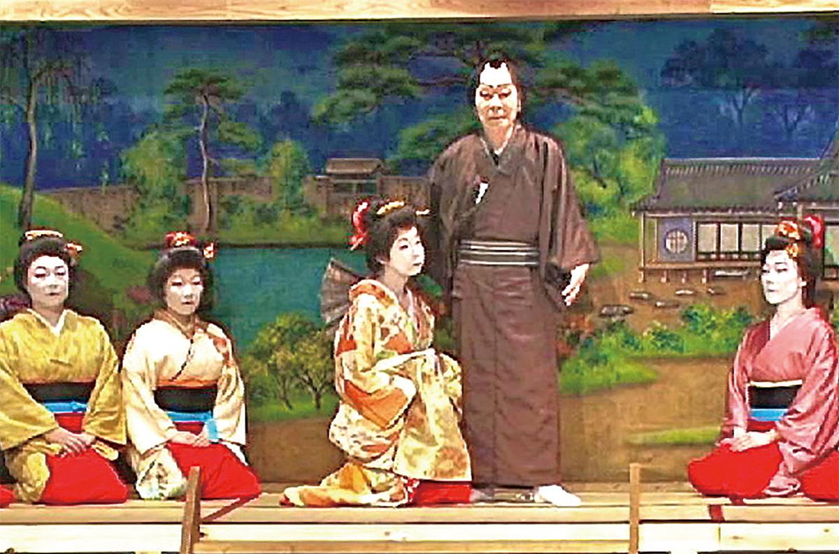 ドキュメンタリー映画「藤野村歌舞伎」の1シーン。昨年10月に行われた第27回公演の様子が収められている