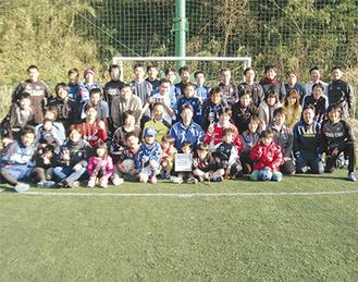 チャリティーサッカー  クリニックには多くの人が集まった(ゼルビア提供)