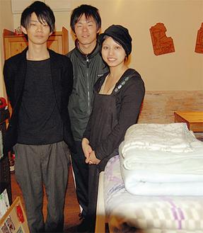 705CAFEのみなさんと用意した毛布(12日午前1時15分ごろ)