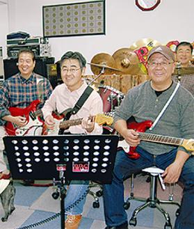 練習するパパロックメンバー