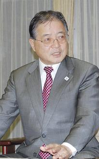 今年の抱負を語る石阪丈一市長