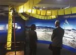 陸前高田市の「幸せの黄色いハンカチの立体再現展示。ほかに山田監督が被災地を訪れた模様なども展示