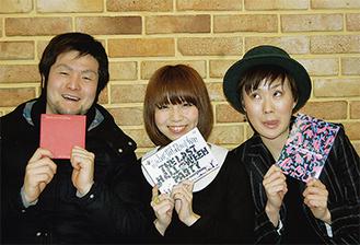 発売したDVDを手に、町田での思い出を語るメンバー(左からSHINYAさん・wakanaさん・AYAさん)【3月23日 取材・写真撮影】