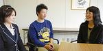 聞き書きに参加した(左から)須藤さん、川口さん、太田助教授