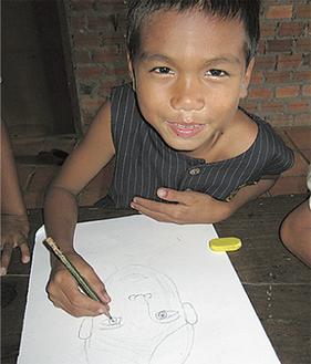 孤児院では、幼い頃から一人で生きていかなければならない子どもたちが保護されている