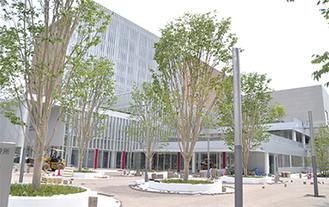 町田市民ホール隣で建設中の新庁舎。イベントスタジオなども設けられる(6月15日撮影)