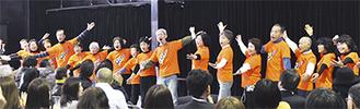 決起大会ではシニアグリーのメンバーが歌声を披露