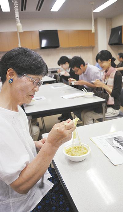 ミャンマーを知ろう会国民食で文化交流芸術や生活習慣など学ぶ