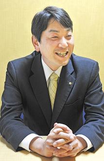 成年後見制度について説明する草道倫武所長