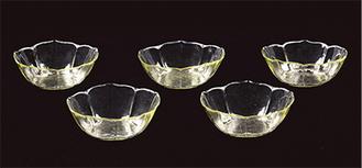 江戸時代中期の薄手のガラス※本作品は割れてはいません「桔梗形ガラス鉢 五口」日本 江戸時代 口径15,3cmほか町田市立博物館蔵