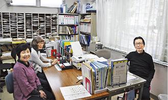 自治会事務所で露木真琴事務局長(右)に話を聞いた