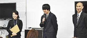 保護者会で自身の体験を話す1年の関戸翔馬君(中央)