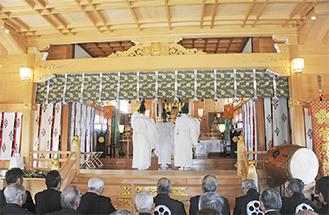 拝殿で行われた竣工式
