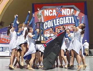 青空と目の前に海が広がるフロリダ州デイトナビーチの最高の舞台で栄冠に輝くJULIAS。昨年の優勝チームというプレッシャーすら力に変え、全員で勝ち取った(写真/玉川学園広報課提供)